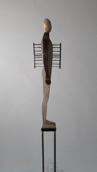 Escultura fusta i ferro 1